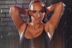 video-vratila-se-mokra-i-znojava-sexy-goga-predstavila-spot-za-novi-singl