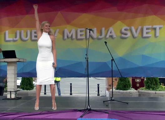 video-natasa-bekvalac-odusevila-prisutne-na-beogradskom-prideu1